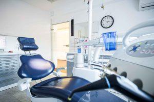 Behandlungsraum in der Zahnarztpraxis Dr. Levering