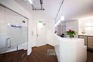 Eingangsbereich der Zahnarztpraxis Dr. Levering in Bad Schwartau